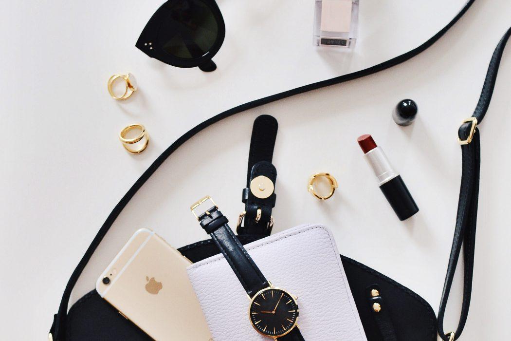 8 Essential Things to Always Keep in Your Handbag